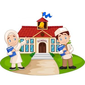 Happy cartoon moslim kinderen voor schoolgebouw