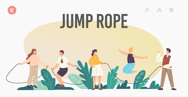 Happy children characters oefening met jump rope landing page template. zomerrecreatie voor kinderen, actieve vrije tijd in de buitenlucht, kleine jongens of meisjes die samen spelen. cartoon mensen vectorillustratie