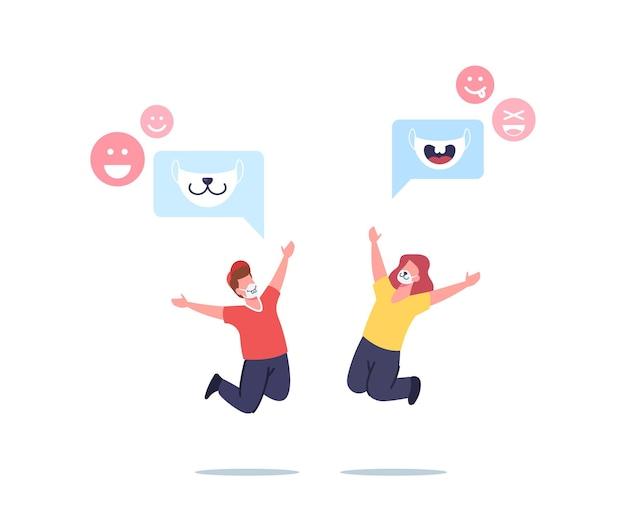 Happy children-personages in grappige gezichtsmaskers met dierenmuilkorven print spring met opgeheven handen