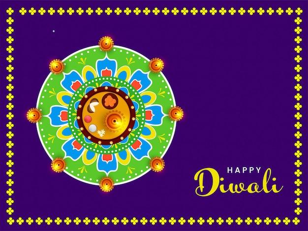 Happy diwali celebration concept met bovenaanzicht van aanbidding plaat en verlichte olielampen (diya) versierd op rangoli paarse achtergrond.