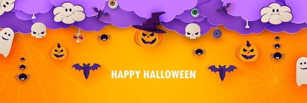 Happy halloween banner of party uitnodiging oranje achtergrond met wolken, vleermuizen en pompoenen in papier knippen stijl. vector illustratie.
