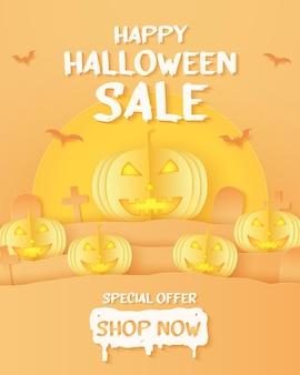 Happy halloween-verkoopbanner geel pompoenhoofd en kerkhof op heuvel met vleermuizen supermaan