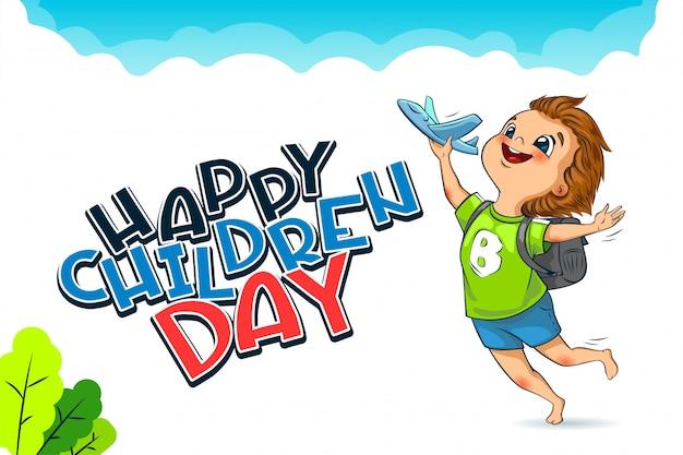 Happy universal children day vakantie. belettering. de schattige kleine jongen lanceert een speelgoedvliegtuig.