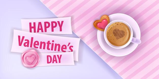 Happy valentines day love roze kaart of banner met koffiekopje, hartvormig koekje, papier gesneden achtergrond. vakantie romantische ontbijtlay-out met latte, snoep. valentijnsdag datum wenskaart