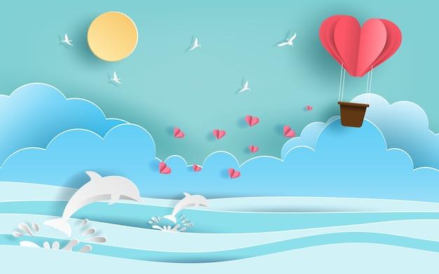 Hartvormige hete luchtballon die in de lucht vliegt.