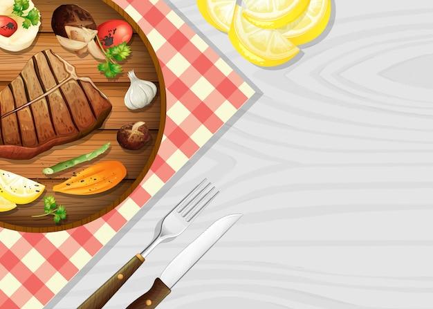 Heerlijke biefstuk op tafel