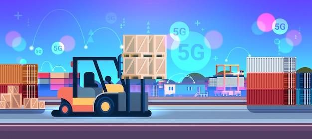 Heftrucklader palletstapelaar laden kartonnen dozen 5g online draadloze systeemverbinding vrachtcontainers industrieel magazijn vlak horizontaal