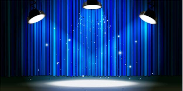 Helder blauw gordijn met felle spotverlichting, retro theaterpodium