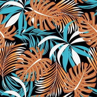 Helder trend naadloos patroon met kleurrijke tropische bladeren en planten op zwart