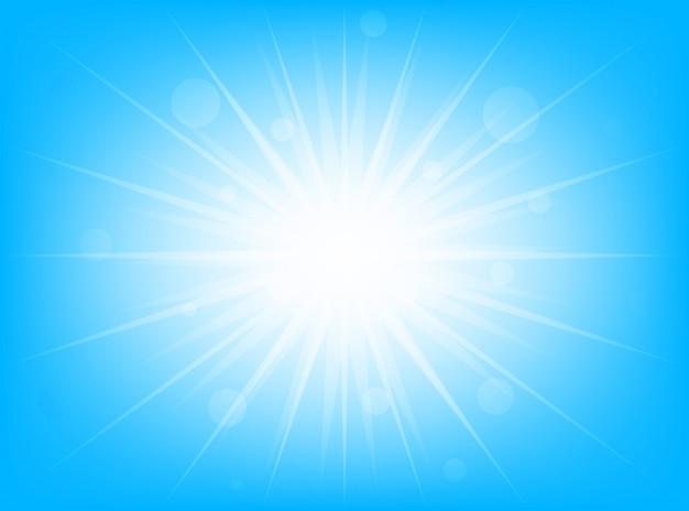 Heldere gloeiende zomerzon op een blauwe achtergrond
