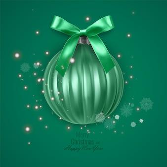 Heldere nieuwjaarskaart met een realistische kerstbal versierd met een strik