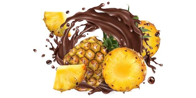Hele en gesneden ananas in een chocolade splash.