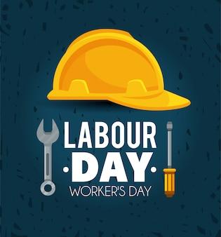 Helm met schroevedraaier en moersleutel aan arbeidsdag