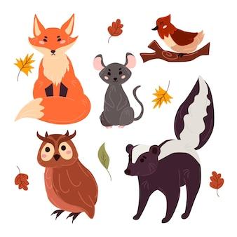 Herfst bos dieren handgetekende ontwerp Gratis Vector