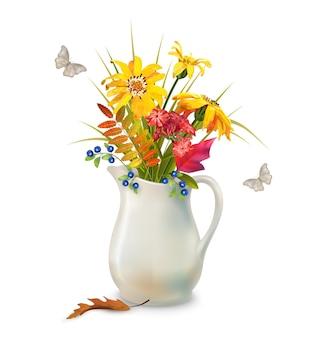 Herfstboeket in keramieken kan met herfstbladeren en bloemen