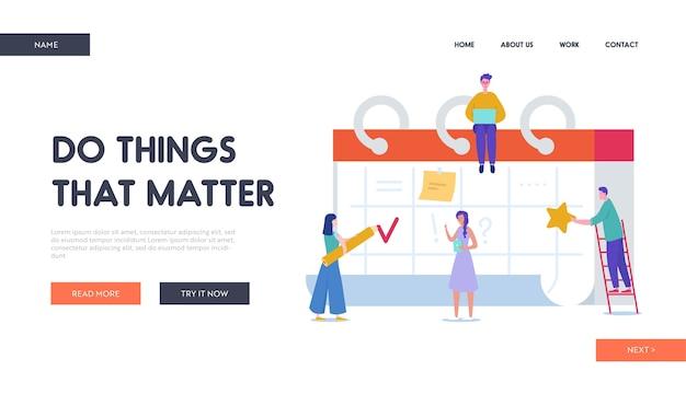Herinnering, tijdschema concept bestemmingspagina. mensen uit het bedrijfsleven werken op schema. kleine karakters plannen werkproject op bureaukalender voor website.