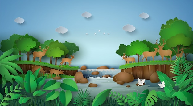Herten in het bos met een waterval.