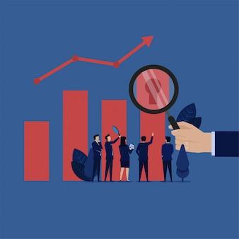 Het commerciële team analyseert voor sleutelgat op grafiekmetafoor van onderzoeksmanier om op winst te groeien