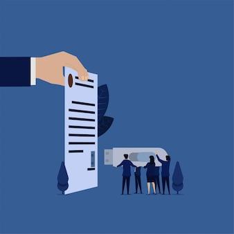 Het commerciële team zette flitsschijf aan overeenkomstdocument online handtekeningconceptontwerp.