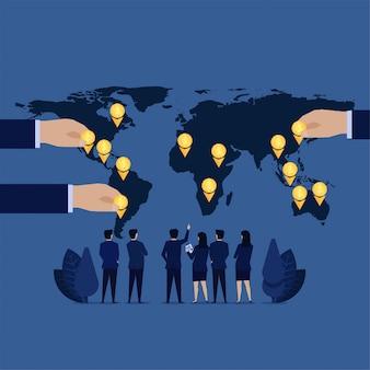 Het commerciële team ziet het rapport van de de financiënwinst van de wereldkaart.