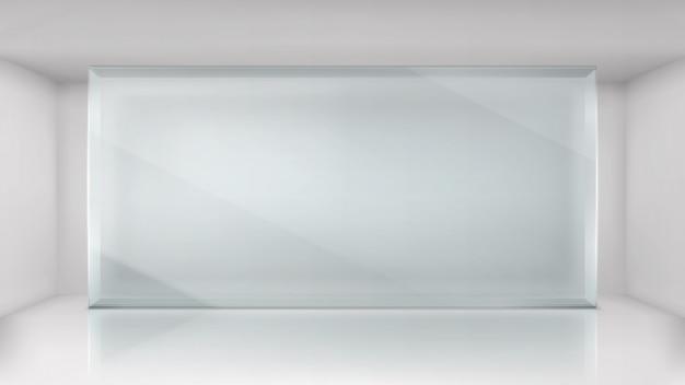 Het frame van de glasmuur op de lege achtergrond van de tentoonstellingsruimte