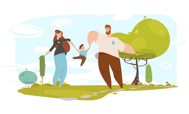 Het gelukkige vader en moeder spelen met zoon in tuin