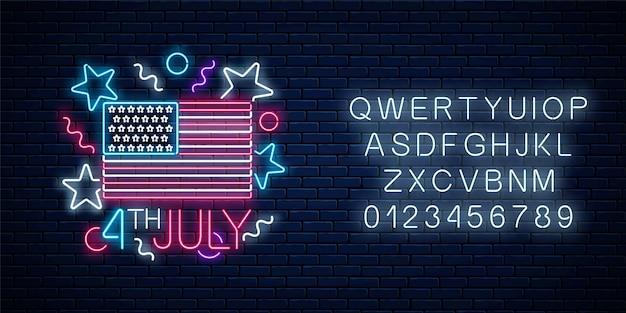 Het gloeiende neonteken van de onafhankelijkheidsdag van de v.s. met de vlag van de v.s. en alfabet