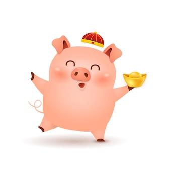 Het grappige karakterontwerp van het beeldverhaal kleine varken met traditionele chinese rode hoed en het houden van chinese gouden baar die op witte achtergrond wordt geïsoleerd. het jaar van het varken. dierenriem van het varken