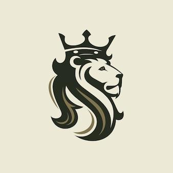 Het hoofd van een leeuw met een koninklijke kroon