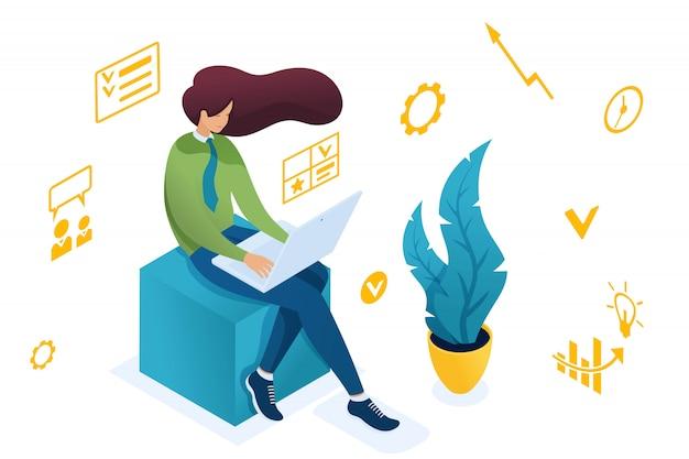 Het jonge meisje houdt zich bezig met bedrijfsplanning op een laptop.