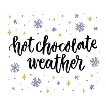 Het kalligrafische citaat warme chocolademelk weer met sneeuwvlokken handgeschreven van zwarte inkt