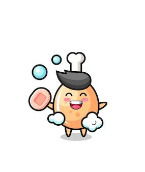 Het karakter van gebakken kip baadt terwijl ze zeep vasthoudt, schattig stijlontwerp voor t-shirt, sticker, logo-element