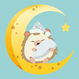 Het karakter van schattige egel zittend op de halve maan met een kleine ster. de schattige egel slaapt en knuffelt een kussen en draagt een hoed op de maan. het karakter van schattige egel in platte vector.