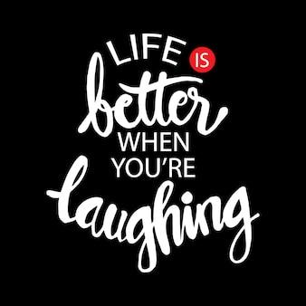 Het leven beter als je lacht. hand belettering citaat.