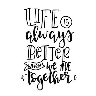 Het leven is altijd beter als we samen zijn handgetekende typografie poster. conceptuele handgeschreven zin home and family handgeschreven kalligrafische ontwerp. inspirerend Premium Vector