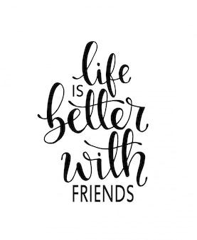 Het leven is beter met vrienden. hand getrokken belettering. inkt illustratie.