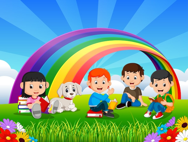 Het lezingsboek van kinderen in het park op regenboogdag