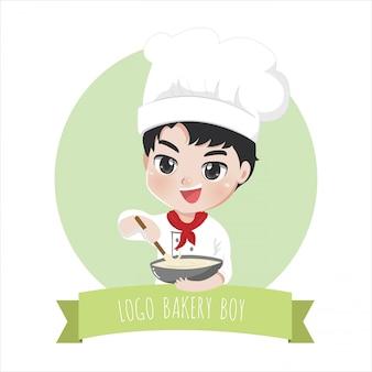 Het logo van de kleine chef-kok is een vrolijke, smakelijke lieve glimlach en kookbak,