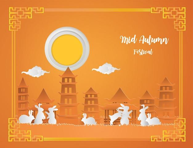 Het medio concept van het de herfstfestival met konijnfamilie in het park onder de volle maan.