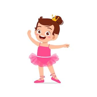 Het meisje draagt een prachtig ballerinakostuum en dans