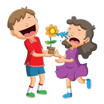 Het meisje huilt vanwege de jongensgrap met bloem die water spuit