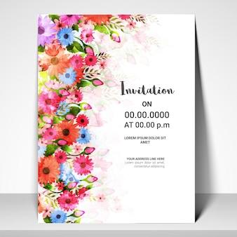 Het ontwerp van de kaart van de uitnodigingsjabloon met waterverfbloemen.