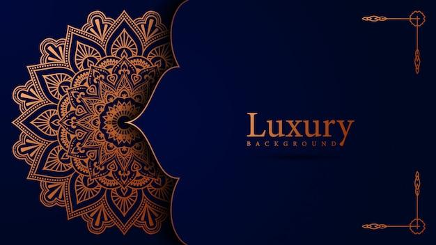 Het ontwerpachtergrond van luxe siermandala in gouden kleurenvector