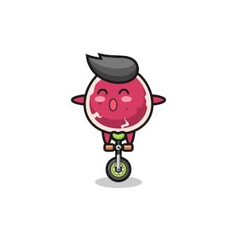 Het schattige rundvleeskarakter rijdt op een circusfiets, schattig stijlontwerp voor t-shirt, sticker, logo-element
