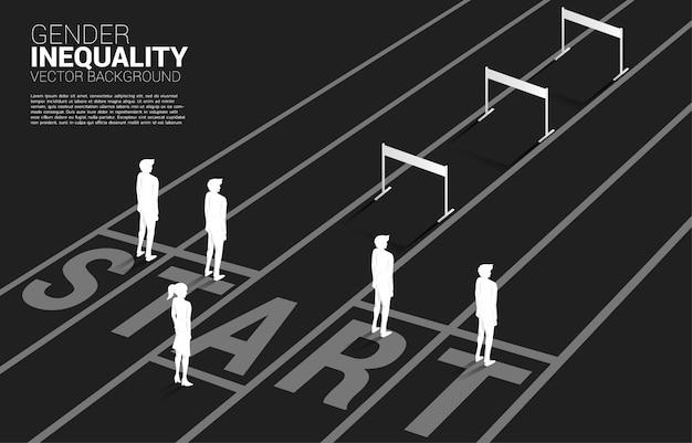 Het silhouet hindert hindernis voor slechts één onderneemster. concept van carrièrebelemmeringen en genderongelijkheid