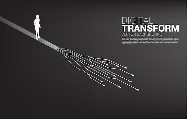 Het silhouet van zakenman die zich onderweg met punt bevindt verbindt lijncircuit.