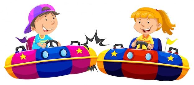 Het spelen van de jongen en van het meisje builauto's