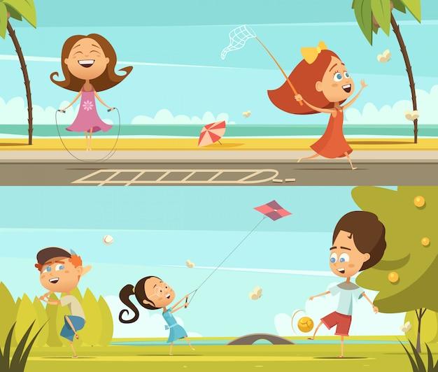 Het spelen van jonge geitjes horizontale die banners met openlucht de beeldverhaal geïsoleerde vectorillustra van bewegingssymbolen worden geplaatst