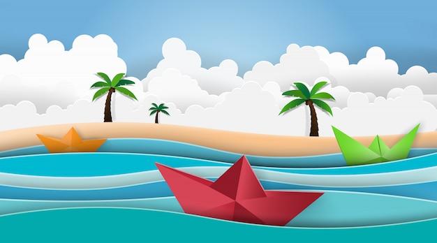 Het strandpalm van de zomer met boot die in het overzees vaart.