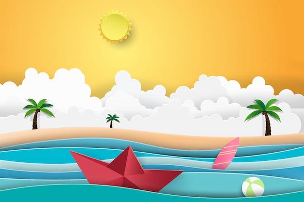 Het strandpalm van de zomer met zonsondergangboot die in het overzees vaart.